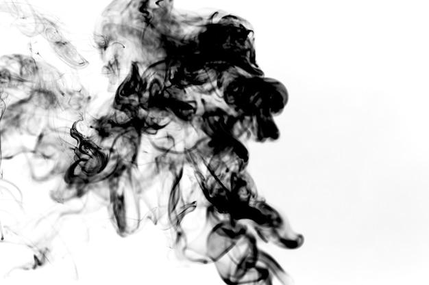 Puff de fumaça preta grossa Foto gratuita