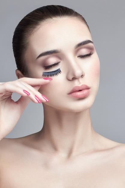 Pura pele perfeita e maquiagem natural, cuidados com a pele Foto Premium