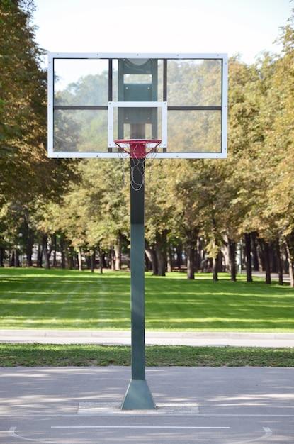 Quadra de basquete rua vazia. Foto Premium