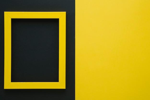 Quadro amarelo com espaço da cópia Foto gratuita