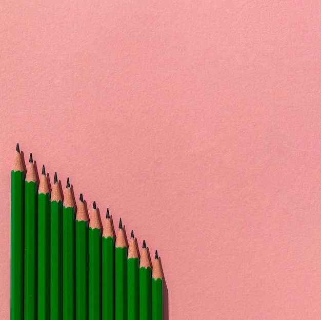 Quadro com lápis e cópia-espaço Foto gratuita