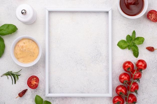 Quadro com tomate e molho Foto gratuita