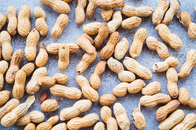 Quadro completo de amendoim cru Foto gratuita