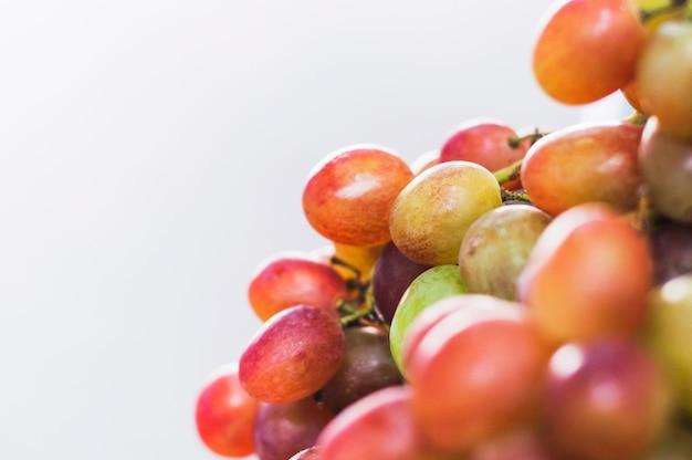 Quadro completo de fatias de frutas cítricas triangulares em fundo branco Foto gratuita