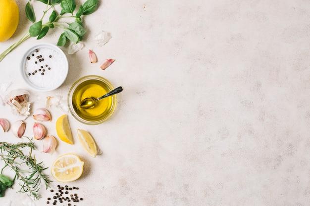 Quadro de azeite e ingredientes de cozinha Foto gratuita