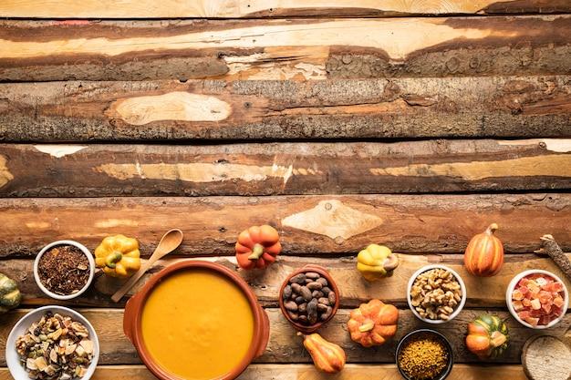 Quadro de comida de outono tradicional de vista superior Foto gratuita