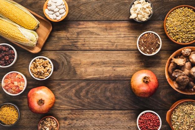 Quadro de comida de vista superior com cópia-espaço Foto gratuita