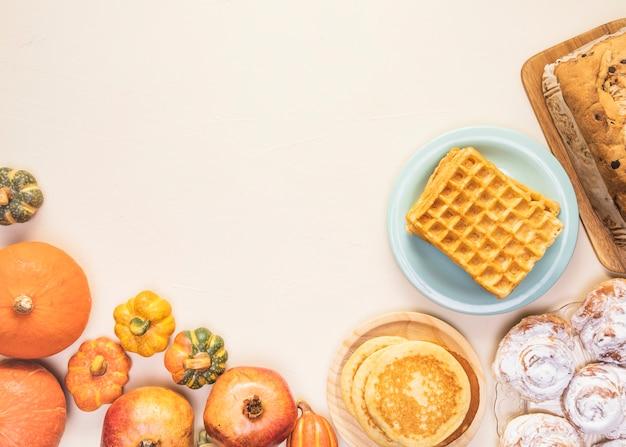 Quadro de comida tradicional de outono Foto gratuita