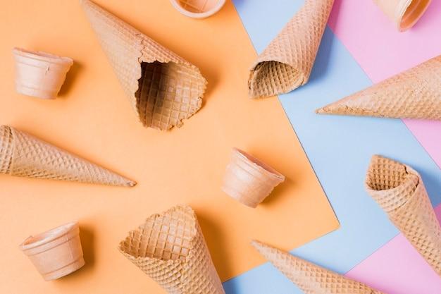 Quadro de cones de sorvete plana leigos Foto gratuita