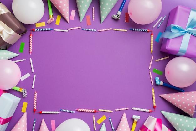 Quadro de elementos de aniversário Foto gratuita