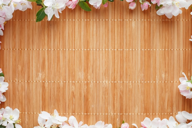 Quadro de flores de primavera de sakura em bambu Foto Premium