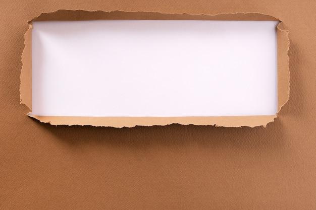 Quadro de fundo de papel rasgado marrom Foto gratuita