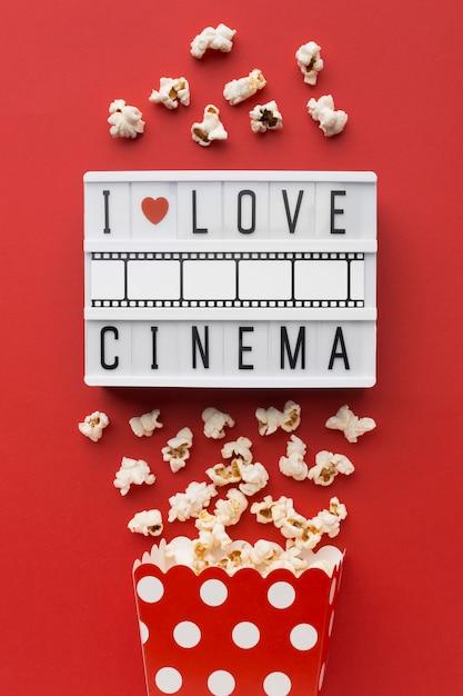 Quadro de luz de cinema em fundo vermelho Foto gratuita