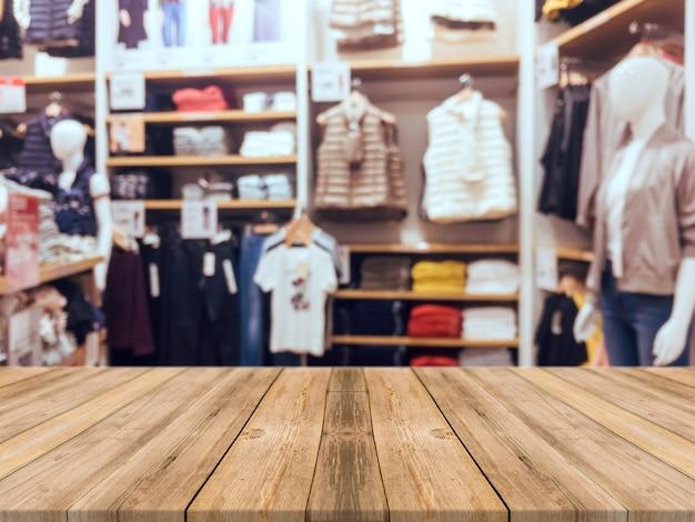 Quadro de madeira fundo vazio da tabela vazia. perspectiva de madeira marrom sobre borrão na loja de departamentos - pode ser usado para exibir ou montar seus produtos. inscreva-se para exibir o produto. Foto gratuita