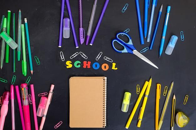 Quadro de material escolar e de escritório Foto Premium