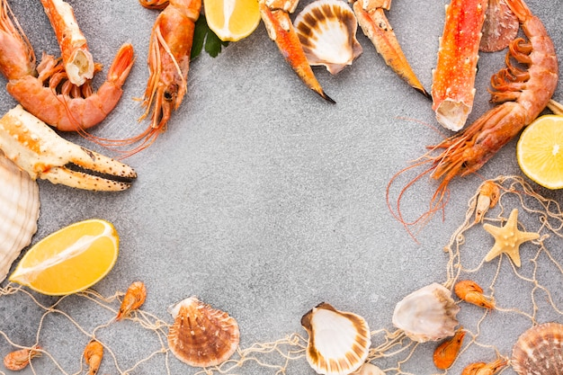 Quadro de mistura de frutos do mar frescos com cópia-espaço Foto gratuita