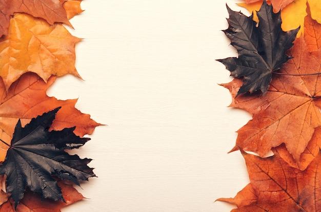 Quadro de outono amarelo, vermelho e roxo outono folhas Foto Premium