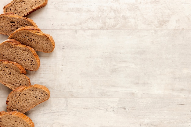 Quadro de pão saboroso com espaço de cópia Foto gratuita