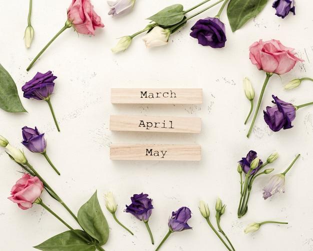 Quadro de rosas com meses de primavera Foto gratuita