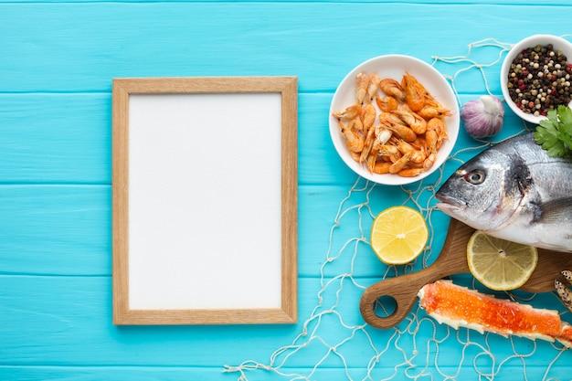 Quadro de vista superior e mix de frutos do mar Foto gratuita