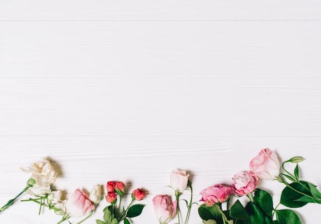Quadro Feminino De Espa 231 O De Trabalho Com Rosas E P 233 Talas