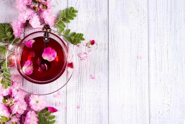 Quadro floral com xícara de chá Foto Premium