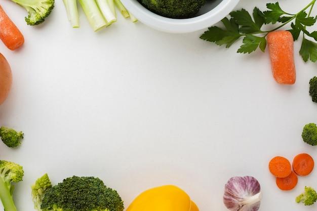 Quadro liso leigos de legumes Foto gratuita