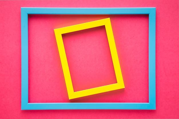 Quadros coloridos no fundo rosa Foto gratuita