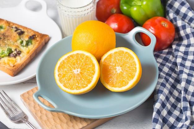 Queijinho de carne ¼ œcafé da manhã, laranjas Foto Premium