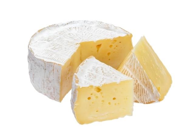 Queijo camembert com traçado de recorte Foto Premium