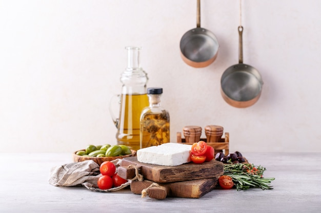 Queijo feta de cabra com tomates Foto Premium