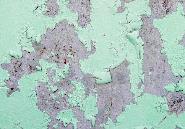 Rachado e peeling de tinta de cor verde em aço com textura enferrujada e fundo Foto Premium