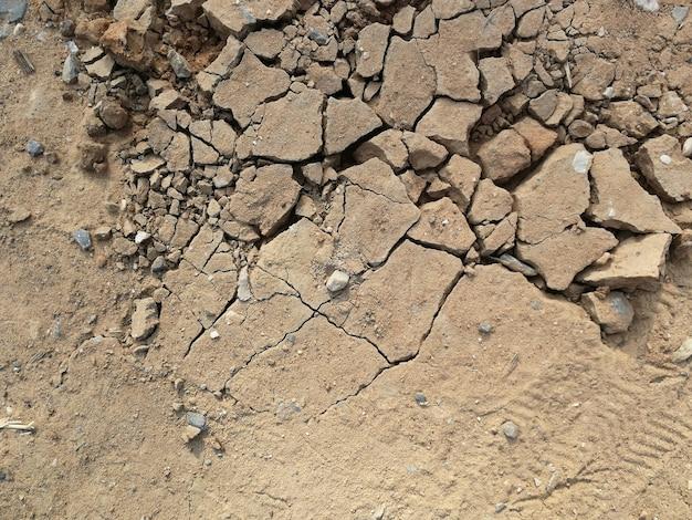 Rachadura do solo seco para o fundo Foto Premium