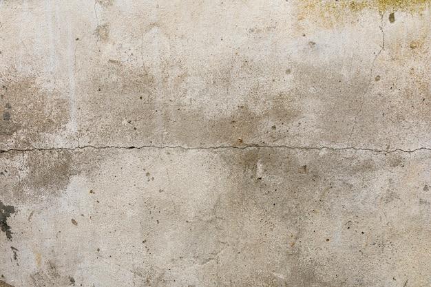 Rachadura na parede de concreto áspero Foto gratuita