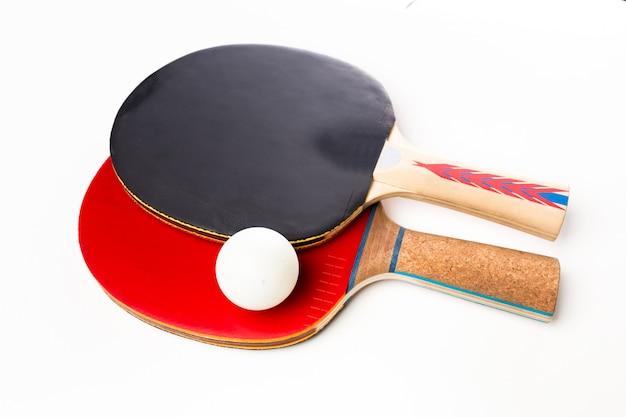 Raquetes e bola de ping-pong Foto Premium