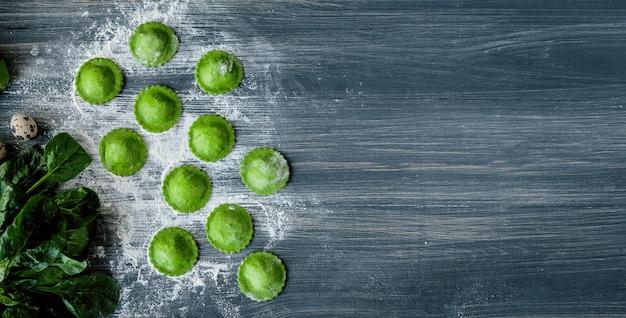 Ravioli verde delicioso Foto Premium