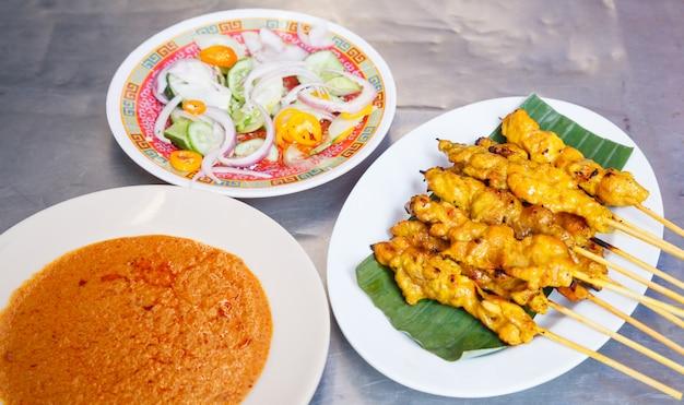 Receita de comida de rua tradicional tailandesa Foto Premium