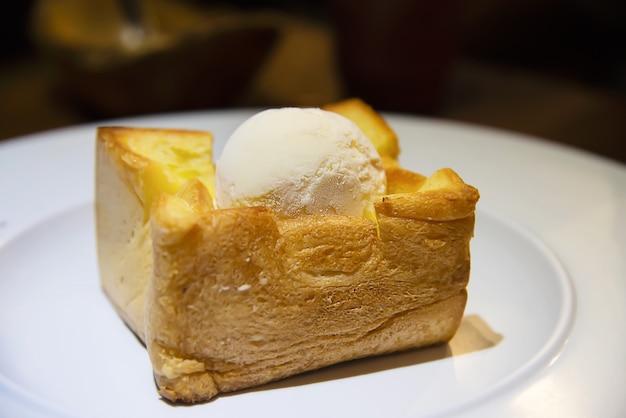 Receita de sorvete na torrada de pão Foto gratuita