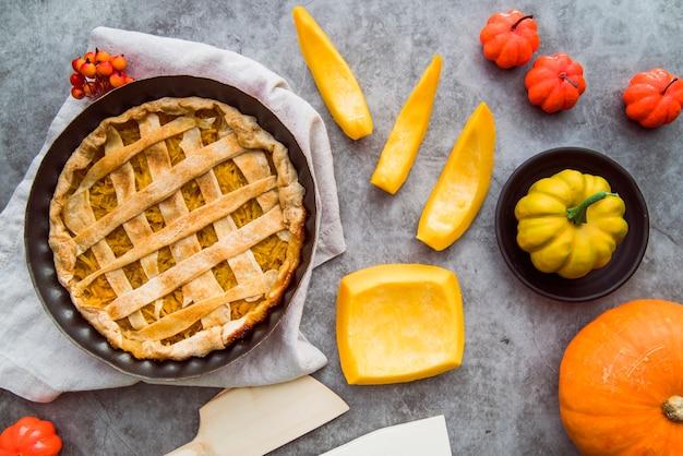 Recém-feito torta de maçã variedade vista superior Foto gratuita