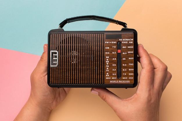 Receptor de rádio pequeno retro broadcast Foto gratuita