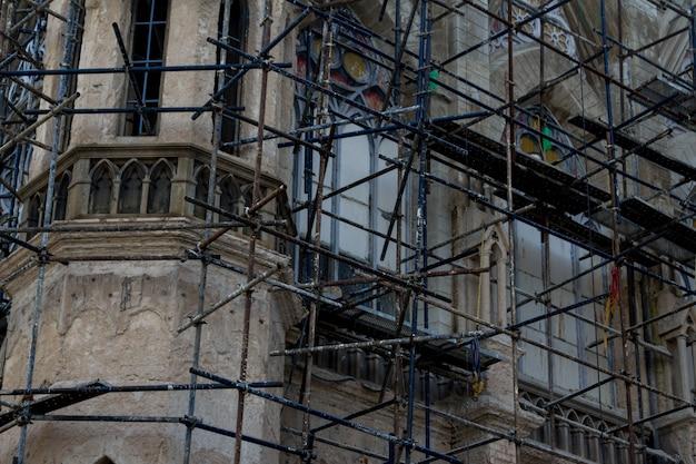 Reconstrução da igreja de perto Foto gratuita