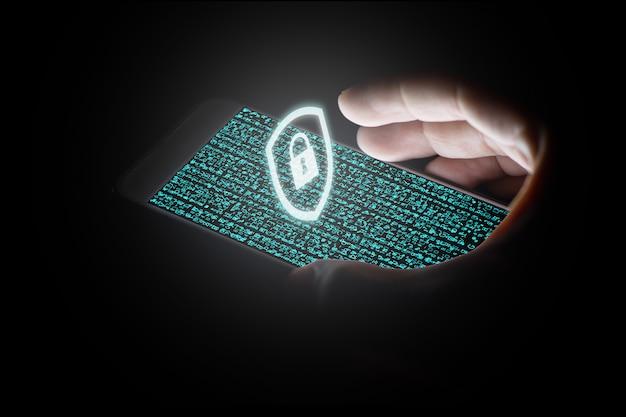 Rede de proteção de mão de homem com ícone de bloqueio branco e telas virtuais no smartphone. Foto Premium