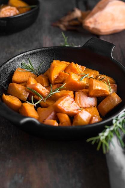 Refeição de batata-doce de alto ângulo Foto gratuita