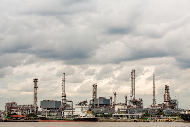 Refinaria de petróleo Foto Premium