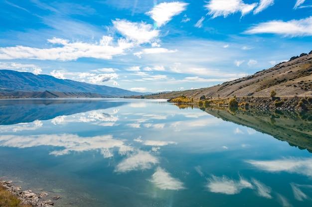 Reflexões, em, espelho, lagos, nova zelândia, ilha sul Foto Premium