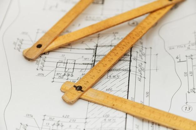 Régua de dobragem em projetos de desenho de engenheiro Foto Premium