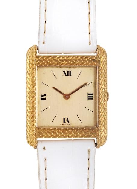 Relógio de ouro com uma pulseira de couro branco sob as luzes isoladas em um branco Foto gratuita