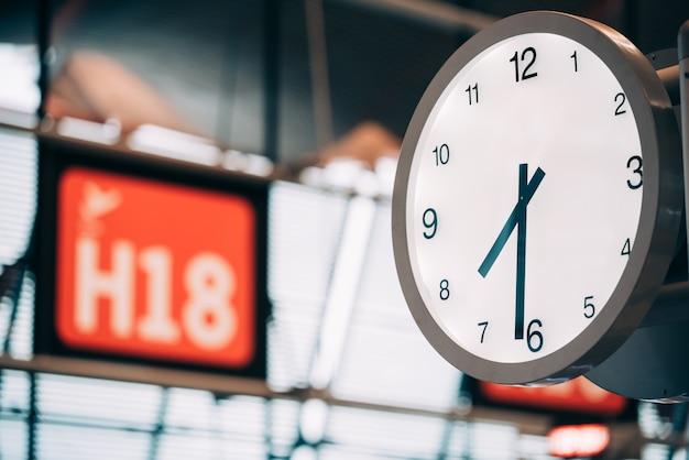 Relógio do portão do aeroporto Foto Premium