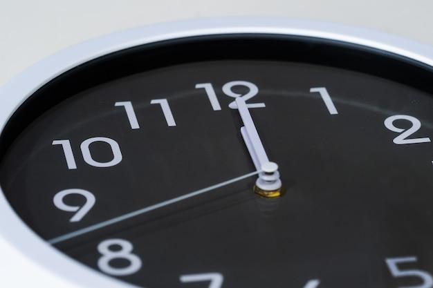 Relógio, mostrando, meio-dia Foto Premium