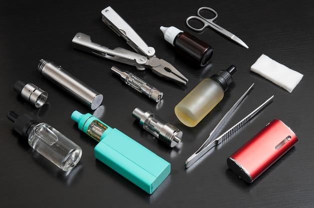 Reparação, manutenção vaping mod dispositivo. Foto Premium